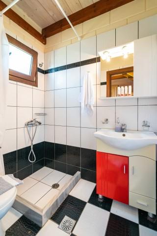 apartment 35 sqm ageras santa marina bathroom
