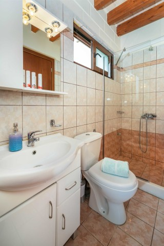 studio ageras santa marina bathroom